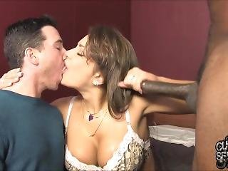 Cuckold Blowjob Kissing