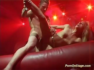 Akrobatisk, Blondin, Deepthroat, Flexibel, Knullar, Offentligt, Sex, Strippar