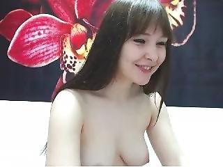 Hot New Cam Girl Kr!ss_t33n Rubs Pussy
