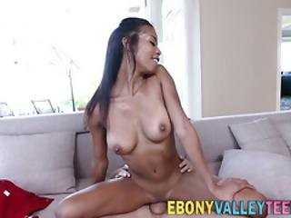 Black Babe Gives Head