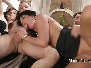 broche, casal, erótica, europeia, a quatro, foder, peluda, hardcore, casa, dona de casa, lingerie, madura, milf, mamã, mãe, velha, chupar, swingers, esposa