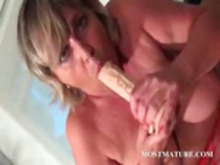Mom Toy Fucking Her Hungry Cunt