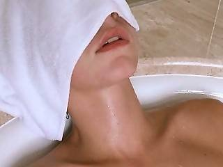Fucking Hot Teenager In The Bath