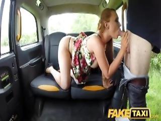 amatör, baksätet, stortuttad, avsugning, bystad, knullar, slicka, fitta, slicka fitta, rödhårig, hårt, sexig, sex, rakad, taxi