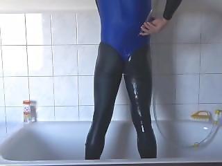 Duschen Im Spandex Catsuit
