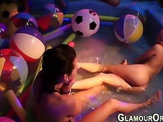 Koupel, Koupání, Cumshot, Gangbang, Půvab, Hardcore, Stříkání, Orální, Orgie, Party, Veřejné, Sprcha, Děvka, Trojka