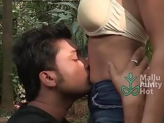 Shruthi Bhabhi Hot Mallu Aunty