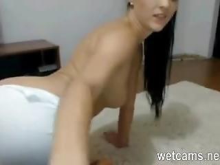 Hot Brunette Does Amazing Ass Show