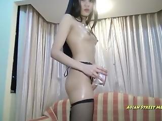 kleine thai titten