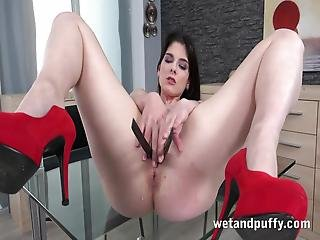 Sara Bell Love To Play With Her Clit And Put Objects In Her Vagina