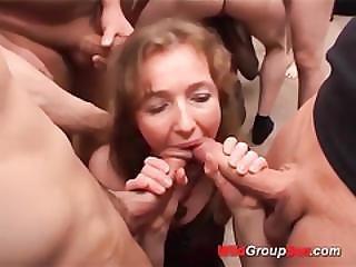 German Chocolade Babe Gangbanged