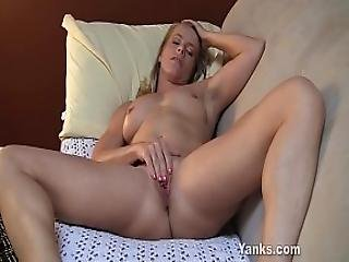 amatõr, szõke, csikló, krém, sperma, lábfej, maszturbáció, milf, orgazmus, szexi, borotvált, softcore, szóló