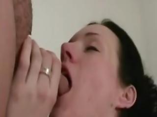 brud, avsugning, brunett, bystad, cumshot, krullig, deepthroat, snopp, facial, pov, mjukporr, suga, fru