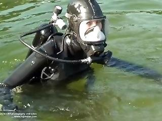 Rubber Girl Dive With Black Ffm