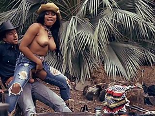 Ebony Babe Banged By Bf At The Backyard
