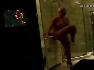 Coco Totally Nude In The Shower