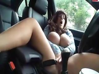 kociak, duże cycki, masturbacja, publicznie