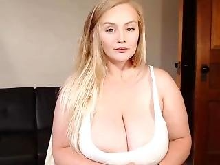 Cute Busty Teen Cumming On Camshow