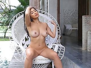 Sexy Natural Babes Posed At A Outdoor Photo Session