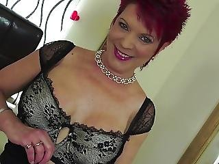 Mature Whore Mom Feeding Her Hungry Cunt