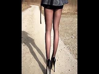 sexy nackt anime girl in high heels