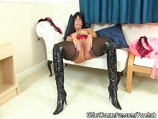 British Milf Lelani Loves That Stuffed Feeling