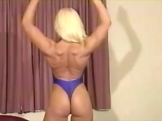 Sandy Flexing