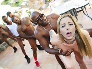 kunst, stor sort cock, stor cock, sort, blond, bukkake, sædshot, tissemand, facial, gangbang, hardcore, interracial, naturlig, naturlige bryster, udendøres, pornostjerne, små bryster, tattovering, arbejdsplads
