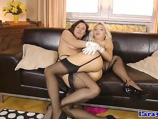 Classy English Milf Pussylicking In Stockings