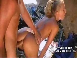 konchili-blondinke-v-rot-porno