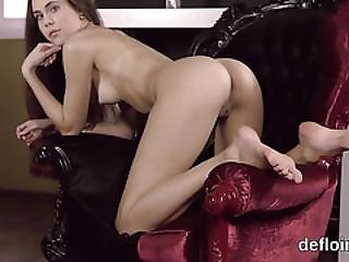 Erotic Of Elegant Chick Spread Slit And Polishing