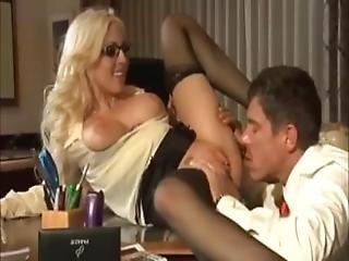 blondine, blasen, vollbusig, ladung, fingern, Oralverkehr, sekretärin, rasiert, strumpf, lutschen, tätowierung