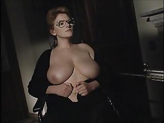 dikke borst, dikke naturele borst, borst, rondbostig, italiaans, volwassen, natureel, naturele tieten
