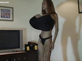 asiat, stort bryst, BH, alene