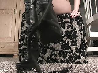 Mistress Akira Boot Domination (dominatrix)