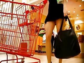 Delgadita Nalgona En Minifalda