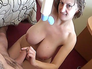 Breasty Older Chick Gives A Boobjob