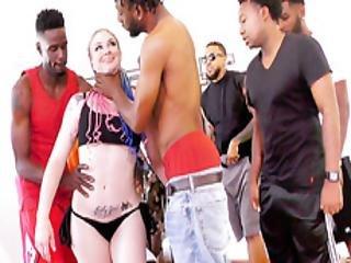 art, grosse bite black, grosse bite, gros téton, black, blonde, trio, poitrine généreuse, éjaculation, deepthroat, bite, niquage de tête, dans la tête, nique, bâillonement, gangbang, sexe en groupe, hardcore, interracial, orgie, star du porno, sexe, au travail