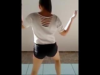 Brazilian Girl Shakes Her Booty Like No Other - Amazing