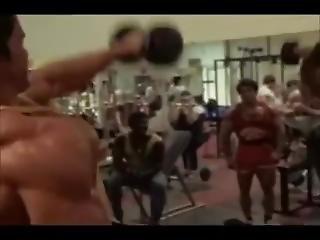 Arnold Schwarzenegger Vs Ferringo