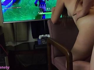 Fortnite Fuck 18 Y/o Girl Gets A Huge Creampie While Playing Battle Royale!