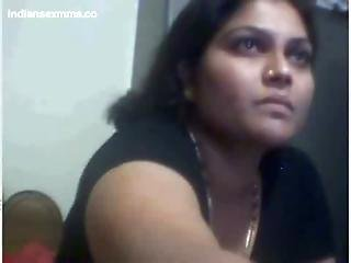 Desi Aunty Nude On Webcam Showing Her Big Boobs And Pussy Mms