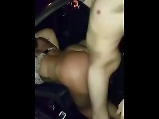 Trio En El Auto A La Vista De Todos