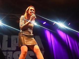 Carolin Kebekus Zeigt Ihre Alpha Pussy Upskirt On Stage
