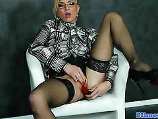 Masturbating Babe Uses Dildo At Gloryhole