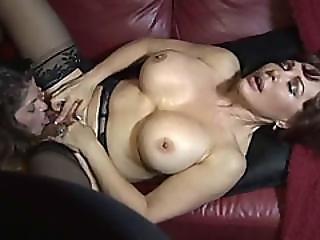 aktion, gross titte, lesbo, aufs gesicht setzen, fingern, lesbisch, lecken, Reife, milf, Oralverkehr, muschi, rasiert