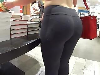 Candid Bubble Butt In Leggings