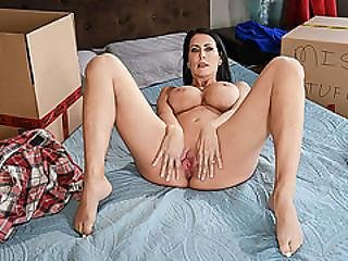 Babe Reagan Foxx Gets Her Pussy Banged By Her Stepson