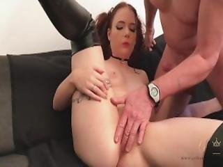cowgirl, kneppe, hæle, gammel, strittende, rødhåret, slim, sofa sex, sutter, tattovering