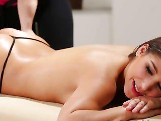 Massage Playgirl Eats Snatch